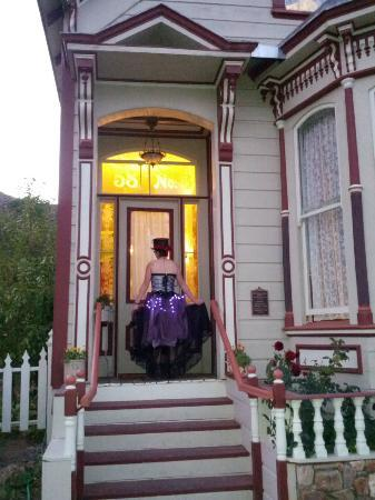B Street House Bed and Breakfast: Kylie at the entrance