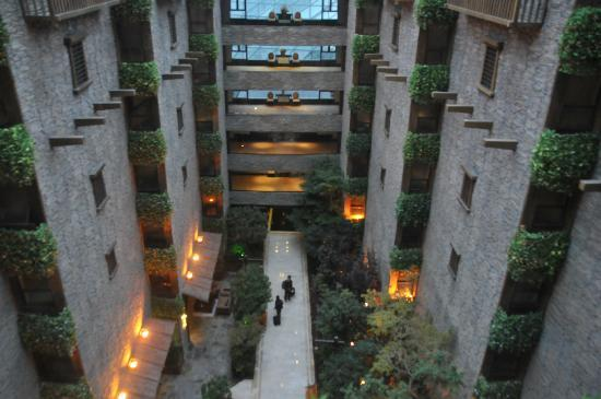 InterContinental Resort Jiuzhai Paradise: View of Atrium leading to Lobby