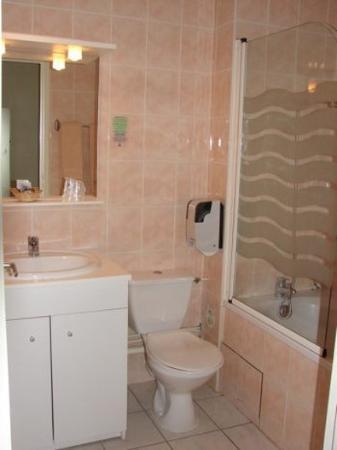 Hotel de Paris et des Voyageurs : Bathroom