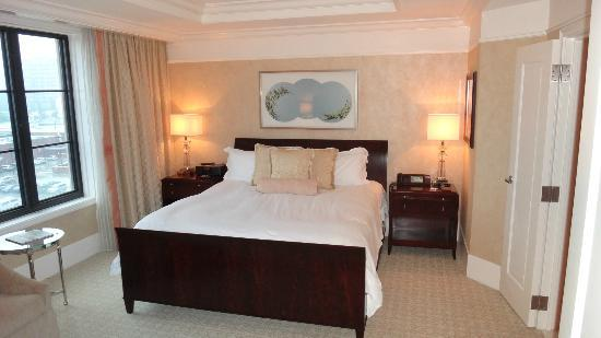 The St. Regis Atlanta: Bedroom