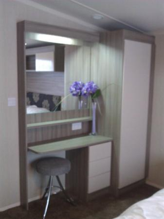 Parkdean Resorts - Camber Sands Holiday Park: dressing table
