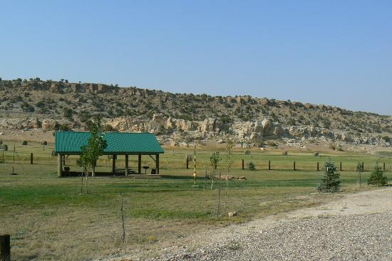 Rocky Ridge Outpost: Picnic area/grill/tether ball pole