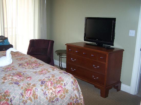 Emerald Grande at HarborWalk Village: Master bedroom 