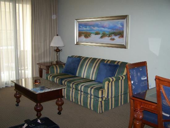 Emerald Grande at HarborWalk Village: Living Room
