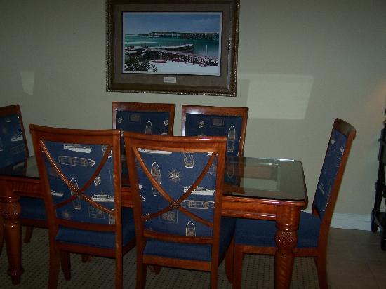 Emerald Grande at HarborWalk Village: Dinning Room 