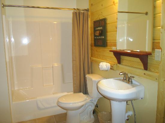 Lure Me Inn: Bathroom