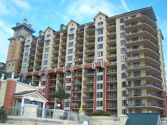 Emerald Grande at HarborWalk Village: The back side of hotel