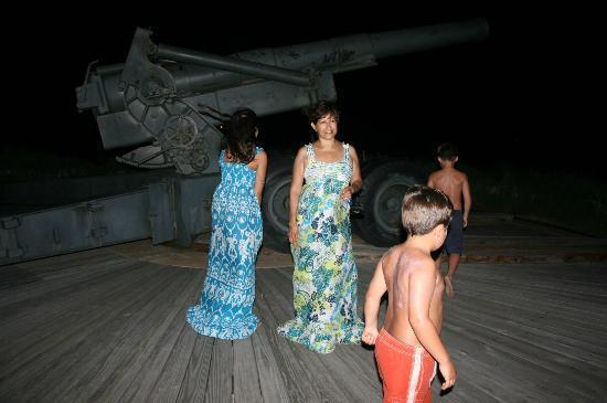 Quintana Beach County Park: canon on path
