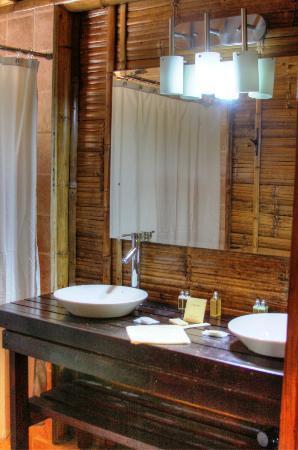 La Selva Amazon Ecolodge: Family Suite - bathroom