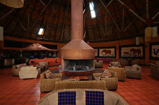 Mara Sopa Lodge: Seating/ Bar area