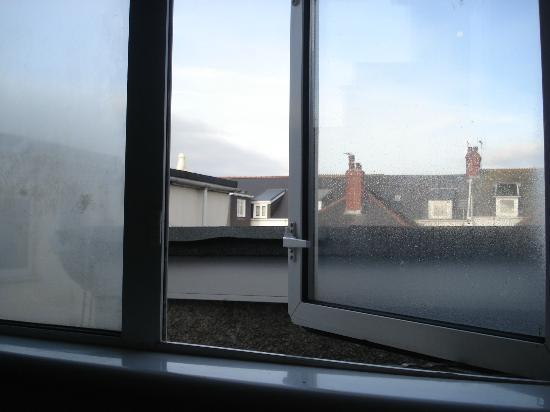 Olivia House: Aussicht aus dem einzigen Fenster