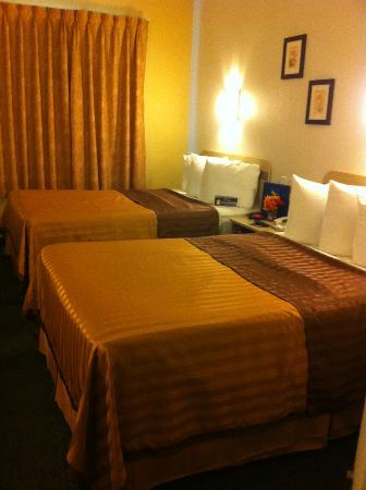 Travelodge by Wyndham Yuba City: Double Beds