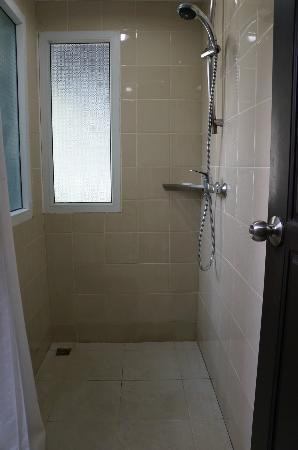 Holiday Inn Resort Phi Phi Island: Shower