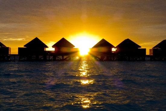 Veligandu Island Resort & Spa: setting sun