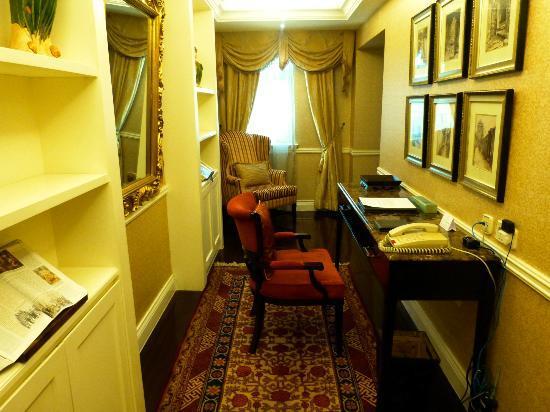 Raffles Beijing Hotel: The study in our suite (Tang Dynasty Suite)