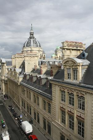 Grand Hotel Saint-Michel: View from Room 503