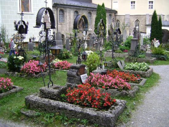 Salzburgo, Petersfriedhof, (S. Peter´s Cemetery), Austria.