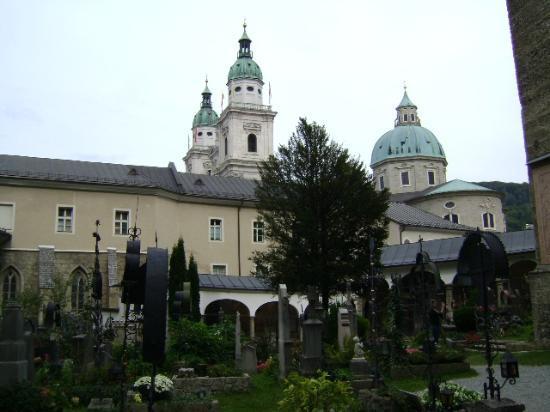 Salzburgo, Petersfriedhof, (St. Peter´s Cemetery), Austria.