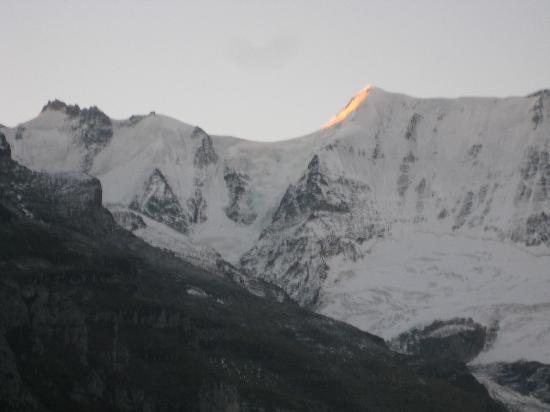 Hotel Alpenblick Mürren: sun rise in September 2012