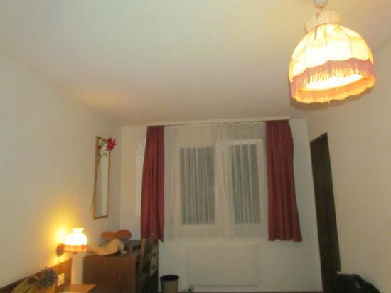 Hotel Hirschen: Room