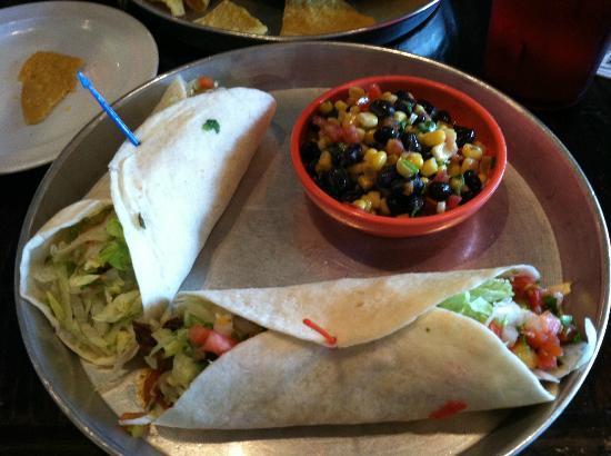 Taco Mamacita : A pork taco, a chicken taco and the corn & bean salad