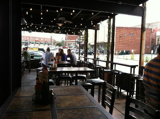 Taco Mamacita : Outdoor seating