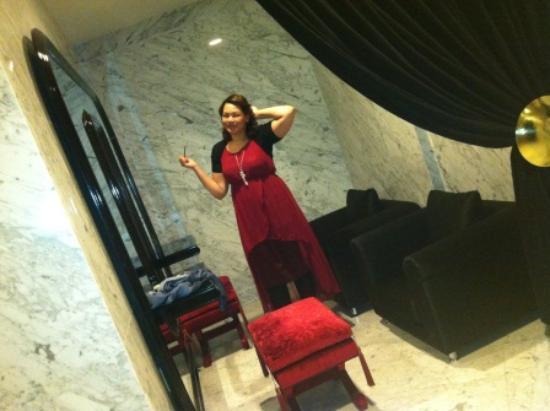 Sura Design Hotel & Suites: The bathroom