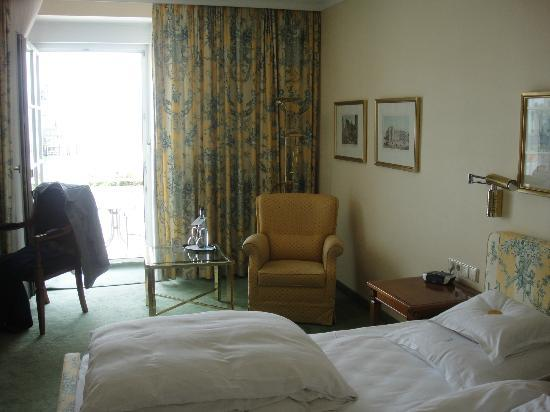 Hotel Bayerischer Hof: room with terrace and lake view