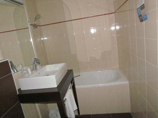 Kyriad Dijon - Gare: Bath Room