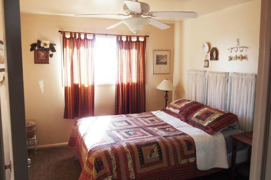 Grandma's Cottage: master bedroom