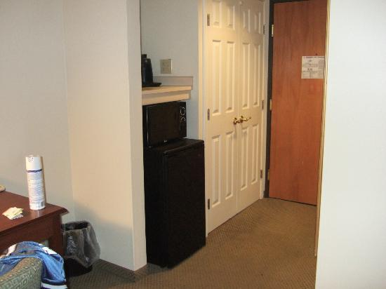 Wingate by Wyndham Streetsboro/Cleveland Southeast: Fridge/ Microwave