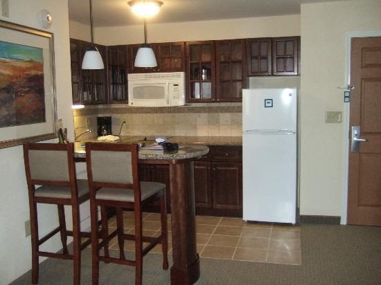 Staybridge Suites East Stroudsburg - Poconos : Kitchen Area in 1 bdrm suite