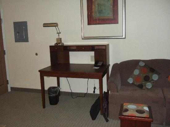 Staybridge Suites East Stroudsburg - Poconos: Desk