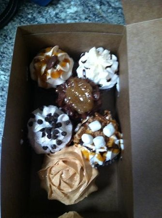 AnnOlivia's Sweet Shop : My yummy box of cupcakes!