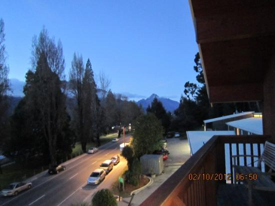 YHA Queenstown Lakefront: Deck View in the early morning