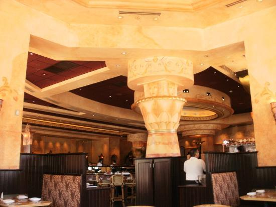 The Cheesecake Factory: Inside of Cheesecake Factory