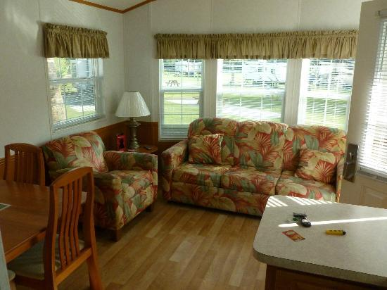 Tropical Palms Resort and Campground: Living Area