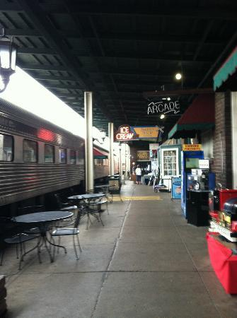 Chattanooga Choo Choo: walkway to museum and shops