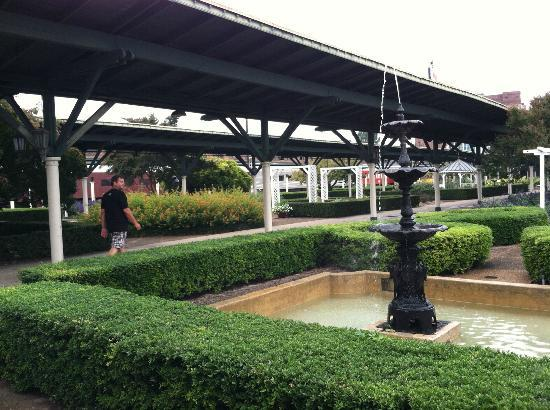 Chattanooga Choo Choo: fountain