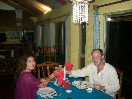 Hotel Orongo: Linda decoración...Acogedor restaurant del hotel