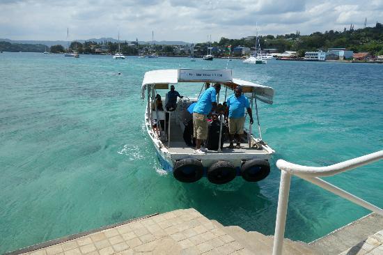 Iririki Island Resort: 24 hour ferry 