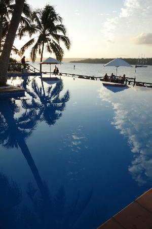 Iririki Island Resort: Infinity Pool View