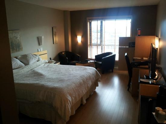 Hotel Dauphin Montreal Downtown: Room 608