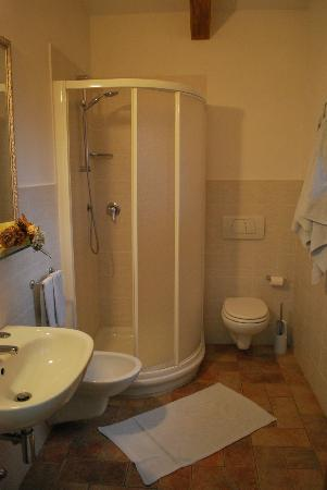 Il Colto: Spacious Bathroom