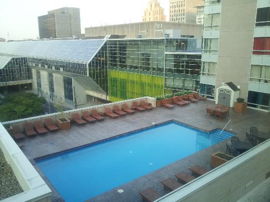 Hotel Dauphin Montreal Downtown: View from Room 608