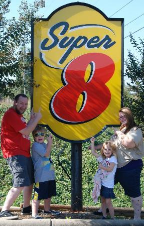 Super 8 Salisbury: Our family showing the Super 8 in Salisbury some love.