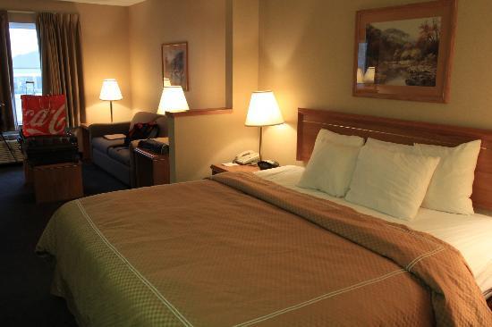 Comfort Suites Airport : bedroom suite