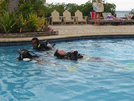 Volivoli: Teaching in the pool