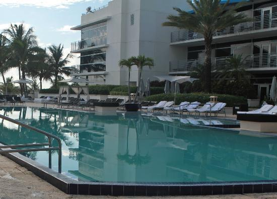The Ritz-Carlton, South Beach: Beautiful pool