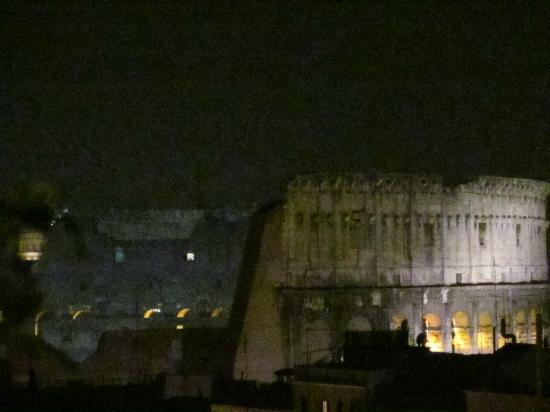โรงแรม แลนสล็อต: View from a 6th floor terrace room at night